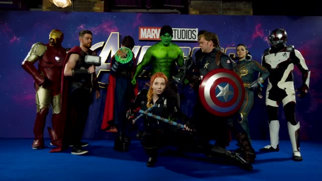GIF:Cosplay players  at the 'Avengers: Endgame' UK Fan Event